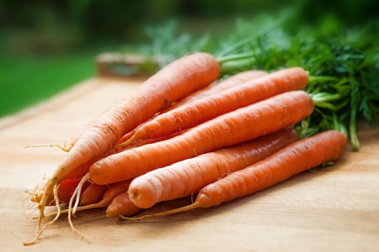 carrots-close-up-farmers-market-143133