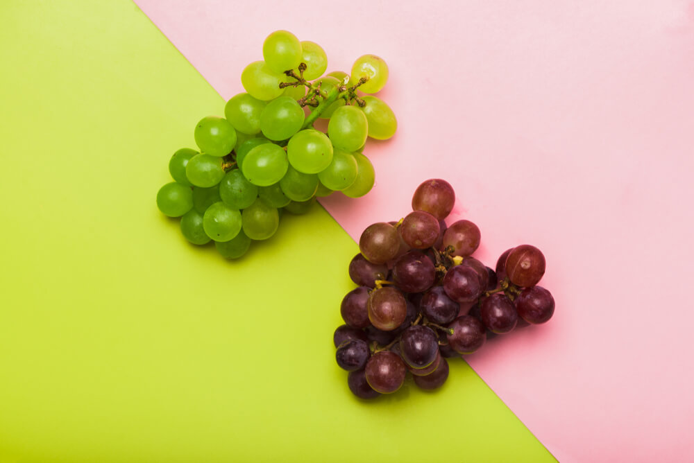 green-and-red-grapes-on-colorful-background